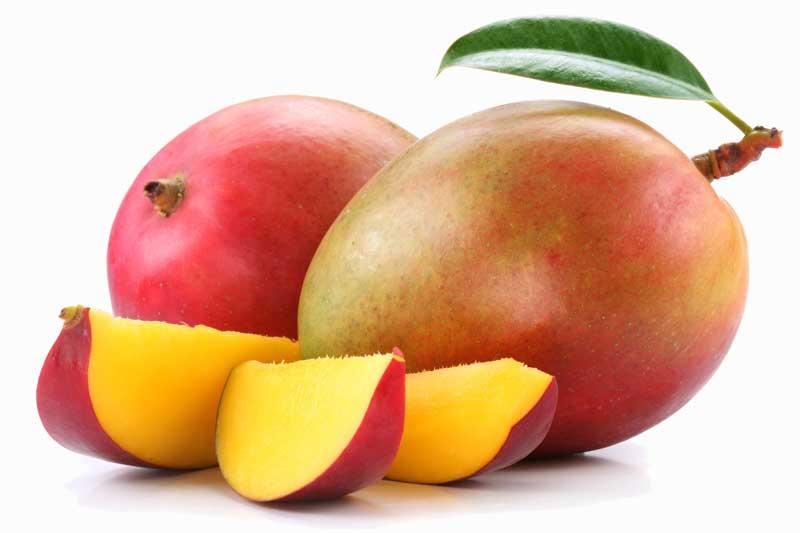 Fruit de mangue avec des tranches